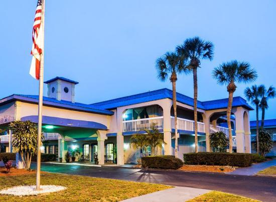 Photo of Vista Inn & Suites Tampa