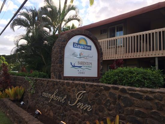 Sarento's on the Beach - Maui: Sign out front!