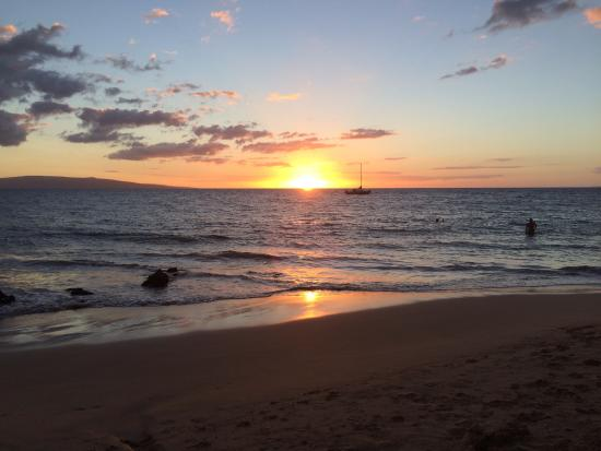 Sarento's on the Beach - Maui: Beautiful sunset