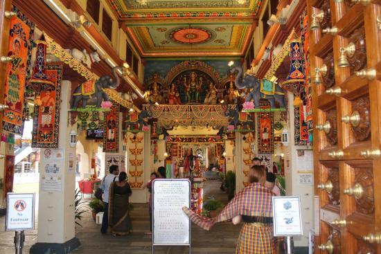Ornate - Picture of Sri Mariamman Temple, Singapore ...