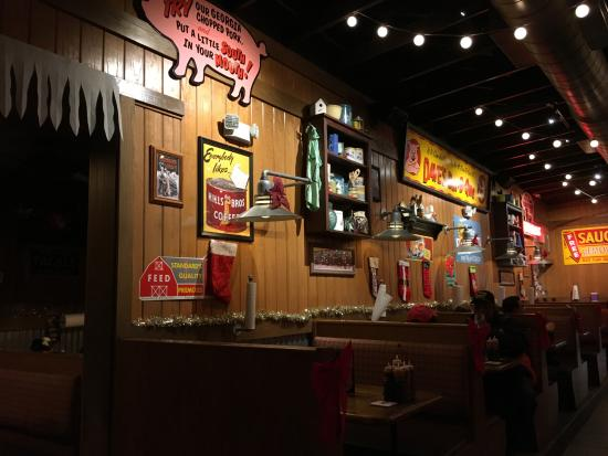 Famous Dave's: inside