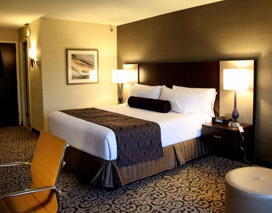 Crowne Plaza Danbury: Standard King Guest Room