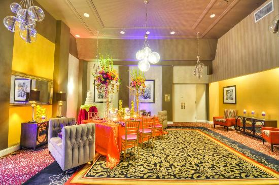 DoubleTree by Hilton Hotel Raleigh - Brownstone - University: Ballroom Pre Function Space