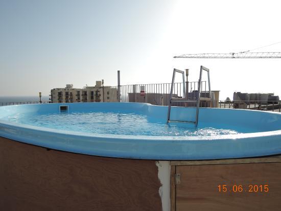 Qawra Point Holiday Complex : Бассейн на крыше