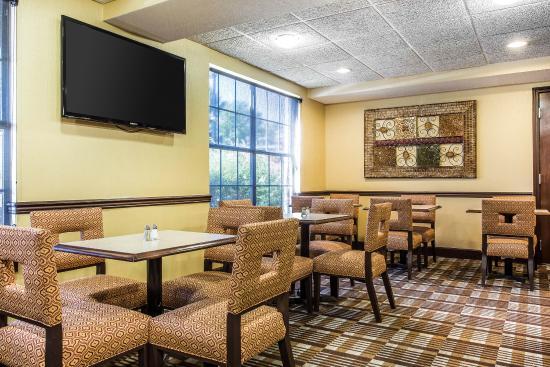 Comfort Inn & Suites Smyrna: Breakfast Area