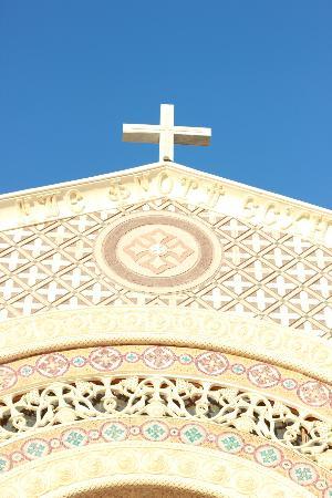 Deir Mar Mina (St. Mina Monastery): Monastery Cross