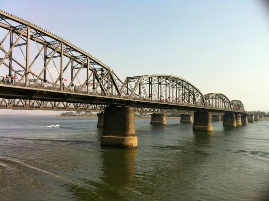 China and North Korea Friendship Bridge: 橋