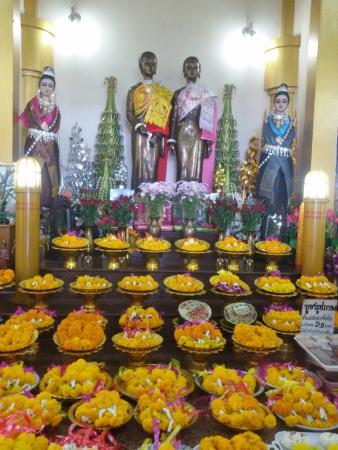Mukdahan, Thailand: ภายในศาลเจ้าแม่สองนางพี่น้อง