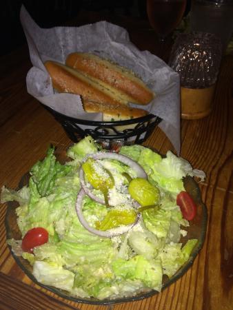 Chiapparelli's: Great fresh salad & hot garlic bread sticks