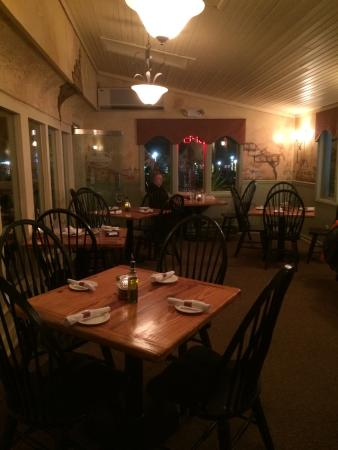 Chiapparelli's: dining room overlooking street