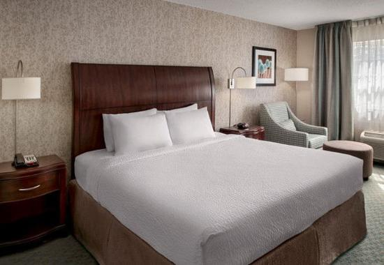 Fairfield Inn & Suites Lenox Great Barrington/Berkshires: King Guest Room