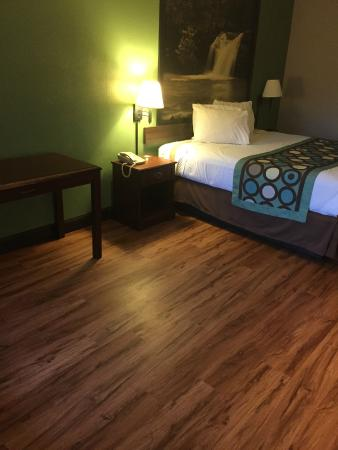 Super 8 Kingsport: Our Newly Renovated King Room