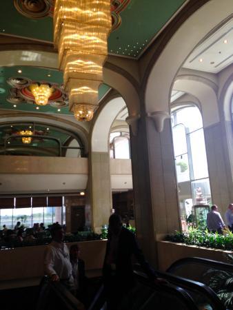 Crowne Plaza Dubai: 雰囲気はあるのですが、細部はちょっとくたびれていた