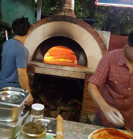Da Mamma Restaurant: Om du är i BKK missa inte denna Italienska pärla.  Massor av god mat, antipasto och desserter.