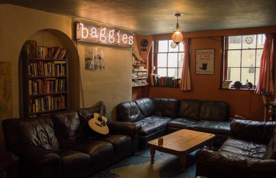 Baggies Backpackers Brighton: The Baggies Music room / chill out room