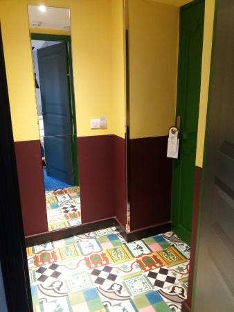 Couloir chambre picture of hotel jules cesar arles for Chambre a arles