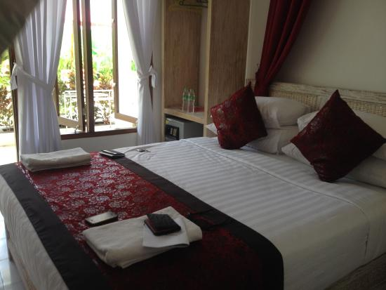 Lombok Senggigi Hotel: clean and comfortable room (but small)