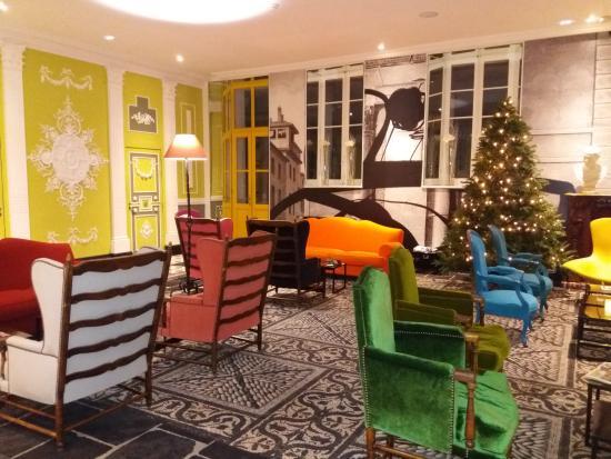 Vue de la rue picture of hotel jules cesar arles for Salon arles