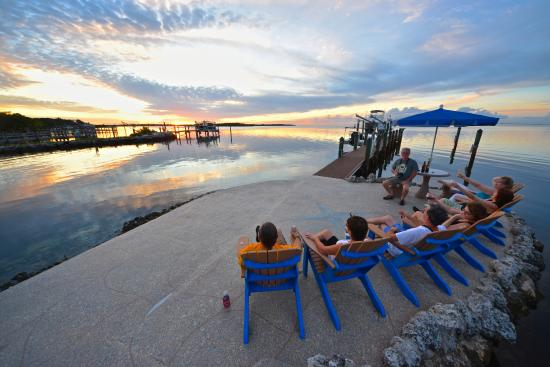 Island Bay Resort: Great sunset viewing from pier!