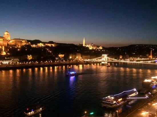 Budapest Marriott Hotel: Chain Bridge