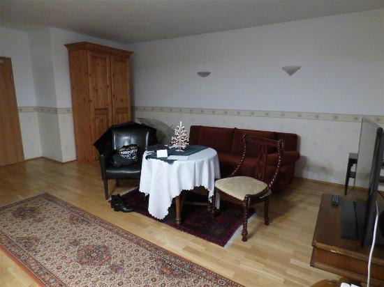 Hotel Garni Kreuzerhof: Großzügige Sitzecke