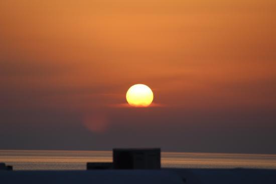 Poseidon Hotel - Suites: Um click de dentro do hotel, do pôr-do-sol maravilhoso de Míconos