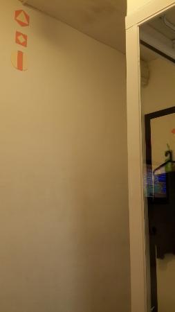 Hop Inn: 沒有塗鴉的牆壁