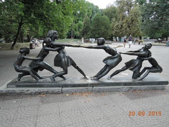 Sofía, Bulgaria: Скульптура в парке Борисова Градина