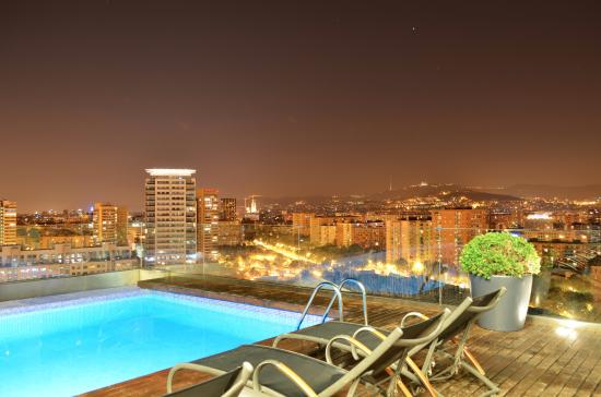 Rooftop swimming pool picture of ac hotel barcelona for Swimming pool show barcelona