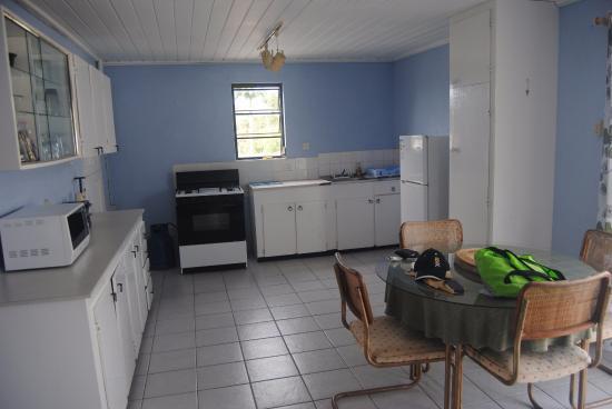 Meridian Inn: Kitchen area
