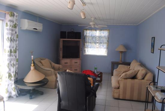 Meridian Inn: Living room area