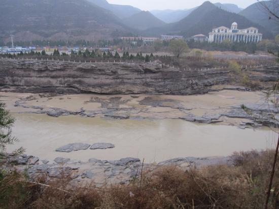 Ji County, Cina: Below the falls