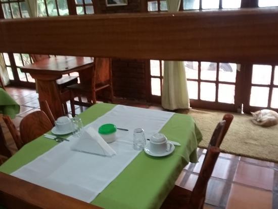 Hotel Iguazu Royal : уютная столовая