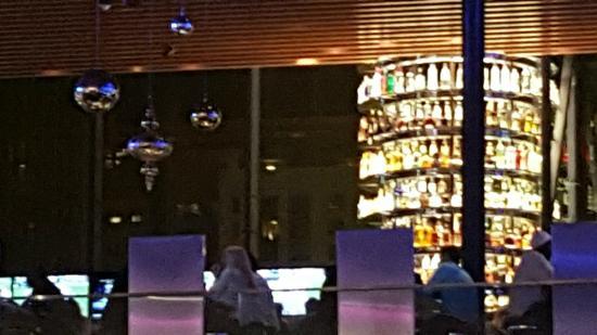 Hyatt Regency Chicago: Bar at the Hyatt Regency.  Very nice.