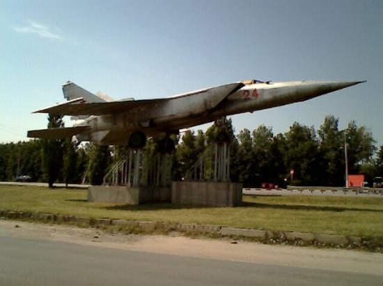 Plane MIG-25 Monument