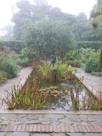 St Austell, UK: Italian courtyard garden