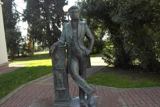 Памятник пушкину сочи памятники из гранита ростов челябинск