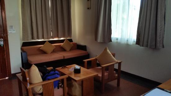 بست ويسترن سويتس آند سويت ريزورت أنجكور: Living room area