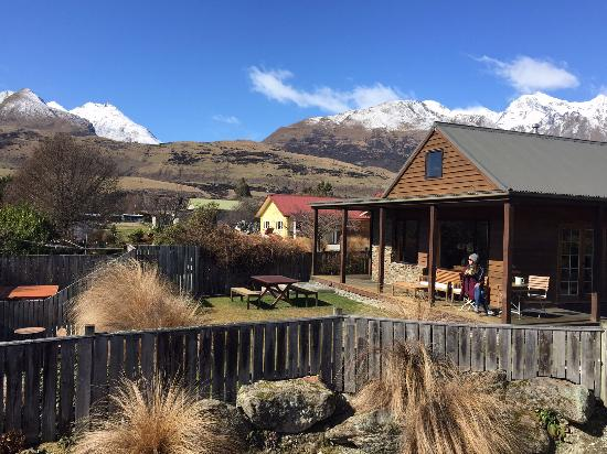 Glenorchy Lake House : View of the deck with mountains in the background.