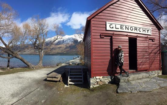 Glenorchy Lake House: Lake - just a 2 minute walk from the house.
