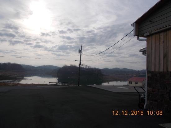 Blountville, TN : View of lake from side of building