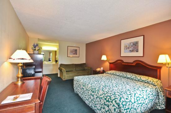 Country Hearth Inn & Suites Atlanta / Marietta and Banquet Hall: King Room With Sofa
