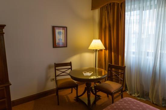 Granados Park Hotel: Mesa