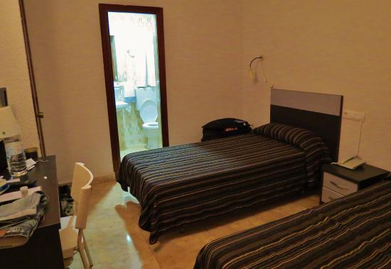 Hotel Altozano: Our room