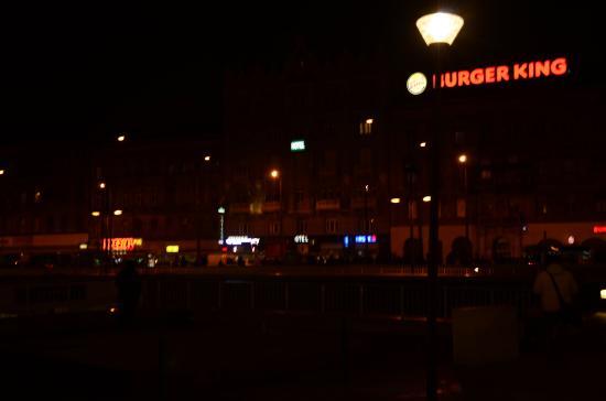 Baross City Hotel: Hotell Baross på kvällen.