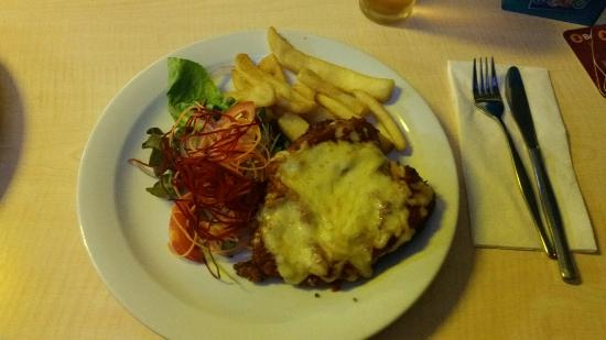 Emu Park, Australia: The chicken parmigiana