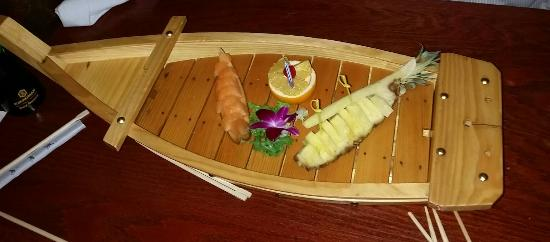 East Setauket, نيويورك: Birthday fruit boat