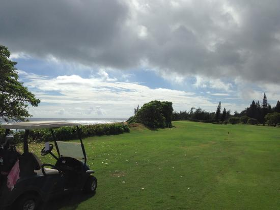 Wailua Golf Course : Mind the water to the left