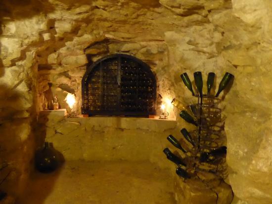 Anche, Frankrike: Wine cellar