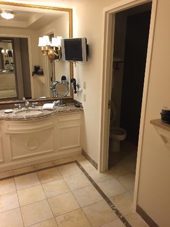 Florence, Indiana: Large bathroom